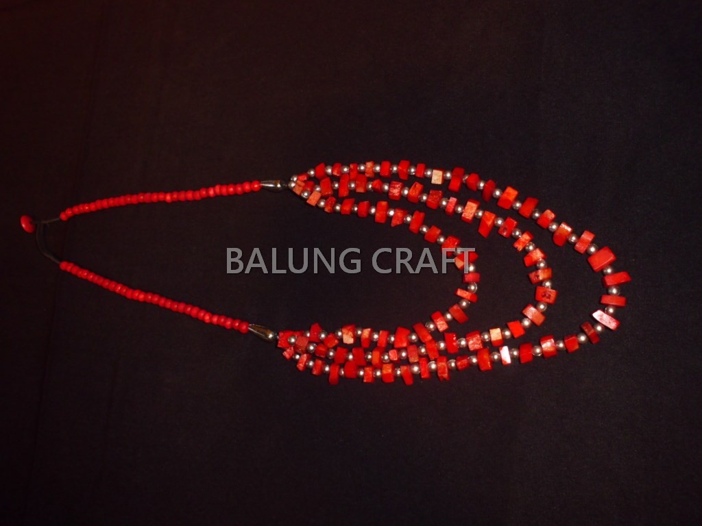Kalung tulang sapi 3 string warna merah model 01