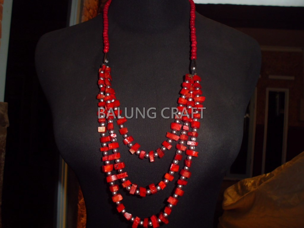 Kalung tulang sapi 3 string warna merah model 01