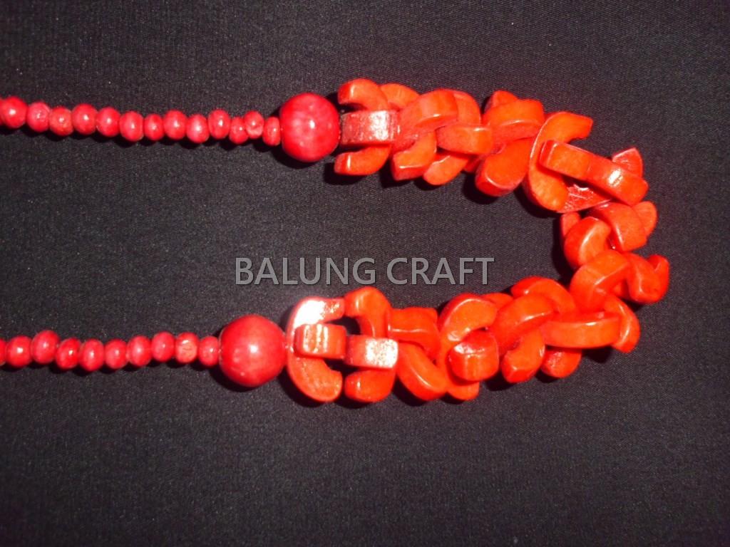 Kalung tulang sapi model cemara warna merah